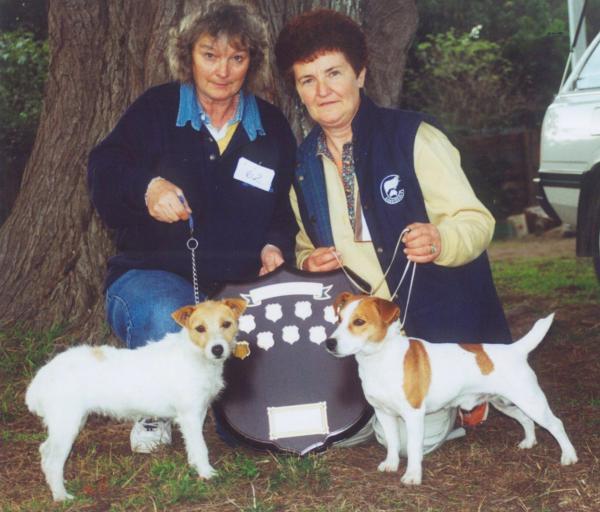 Left: Joy Hoare - Melrae Spring best bitch and best in show. Right: Shirley Foster - Merrimans Anzac best dog in show. Korumburra 2001