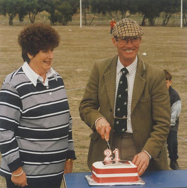 Eddie Chapman (England) cutting the cake, 21st National Show April 1998 at Ballarat Vic, Val Goldsmith at left.